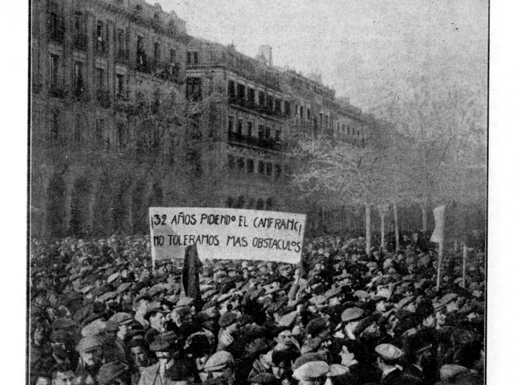 PRIMERA MANIFESTACIÓN EN ZARAGOZA POR LA REANUDACIÓN DE LAS OBRAS DEL FERROCARRIL DE CANFRANC. FOTO GRASSA, 1914